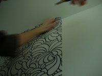Est-il pratique de poser un papier peint fleurs